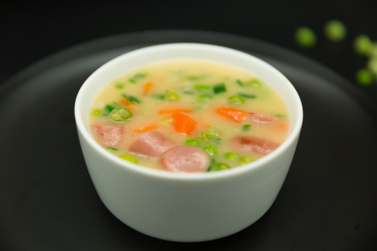 Slow Cooker Pea Soup with Sausage and carrots