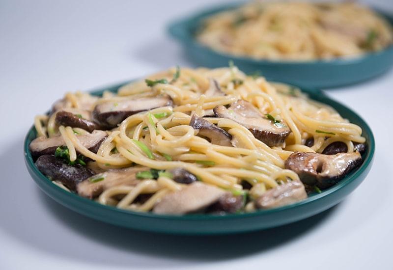 creamy garlic mushroom spaghetti