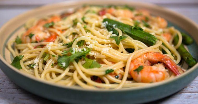 Shrimp and asparagus pasta