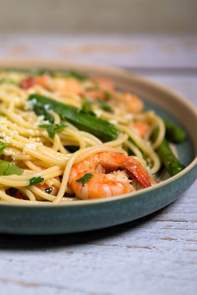 Shrimp and asparagus pasta