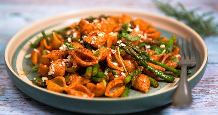baby pasta shells with asparagus